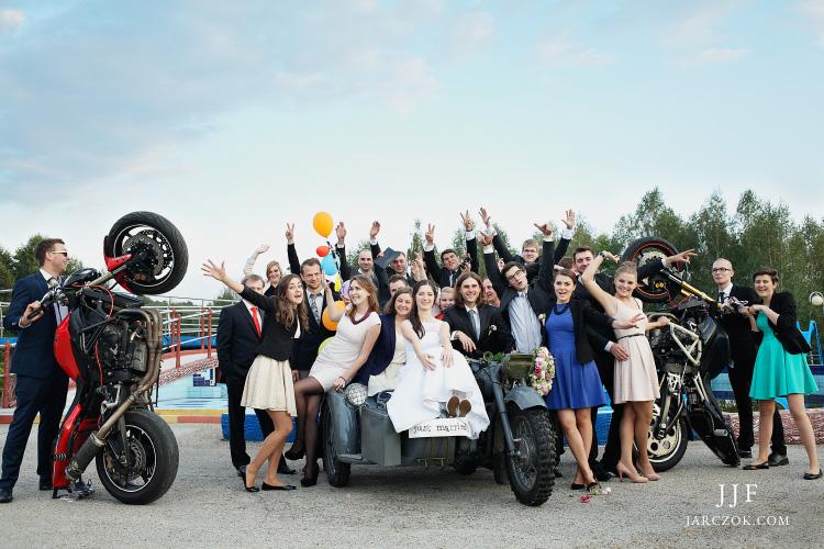 Szalona impreza weselna w motocyklowym stylu.
