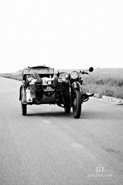 Ekwilibrystyka na motorze, sztuczki podczas jazdy.