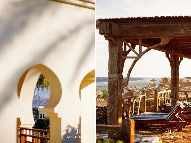 Plaża i architektura w Egipcie w kurorcie Sharm el Sheikh.
