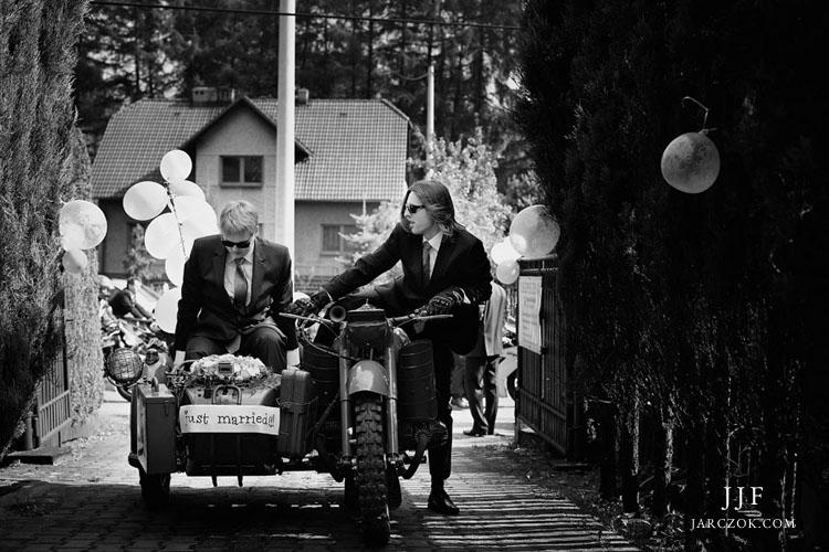 Do ślubu motocyklem z wózkiem.