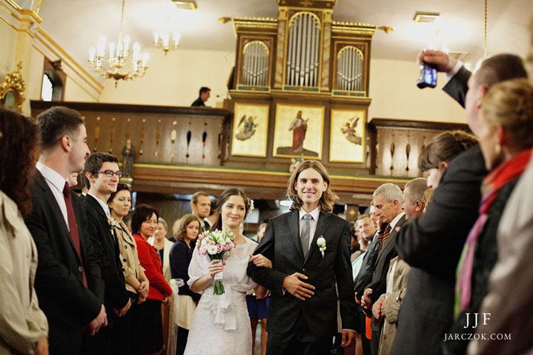 Ślub w drewnianym kościele św. Mikołaja w Łące pod Pszczyną.