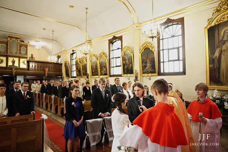 Zdjęcia ze ślubu w kościele w Łące.