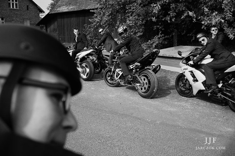 Na motocyklach na wesele.