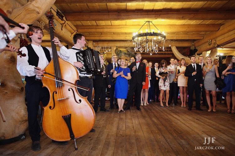 Karczma Ochodzita w Koniakowie - zdjęcia z przyjęcia weselnego.