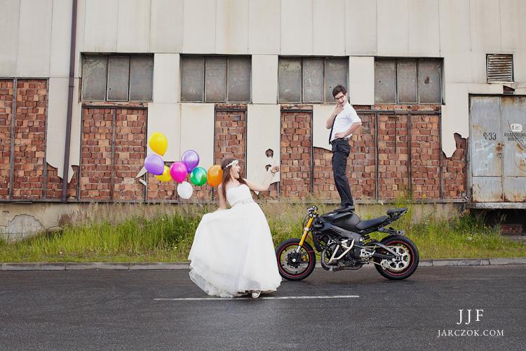Stunt na motocyklu.