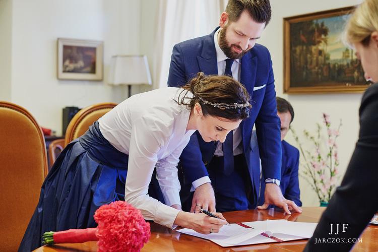 Ślub cywilny w konsulacie za granicą.