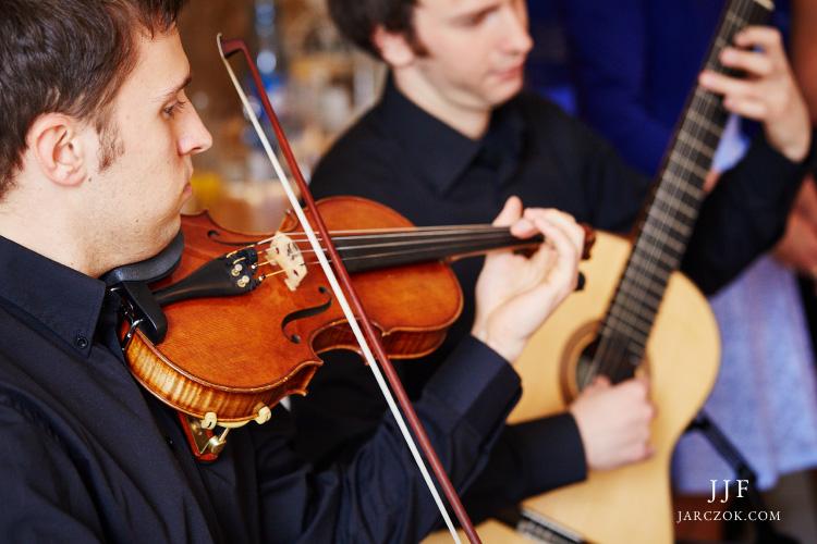 Duet gitarzysta i skrzypek do wynajęcia na ślub.