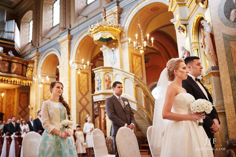 Fotografie ze ślubu w kościele sanktuarium św Antoniego w Dąbrowie Górniczej.
