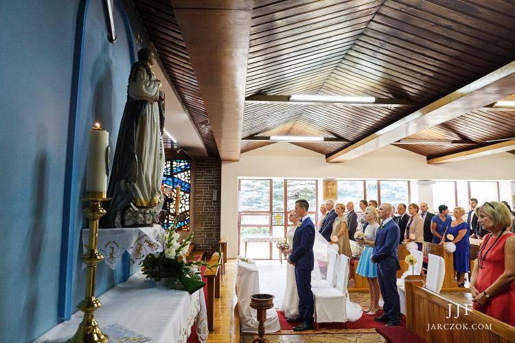 Ślub w małej kaplicy w Mikołowie na Śląsku.