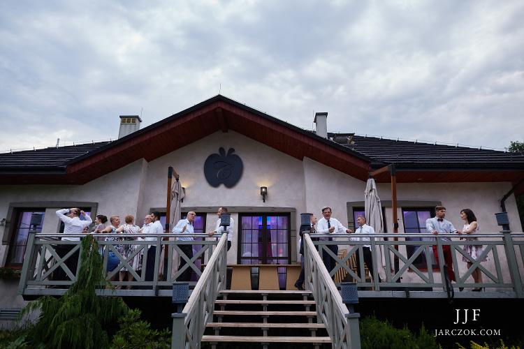 Restauracja Calvados w Katowicach Panewnikach - zdjęcie z zewnątrz.