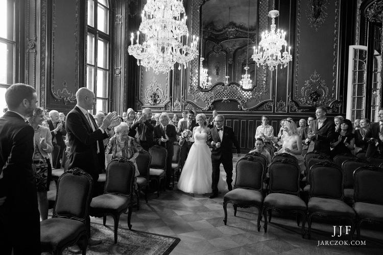 Ceremonia ślubu cywilnego we wnętrzach Muzeum Zamkowego w Pszczynie.
