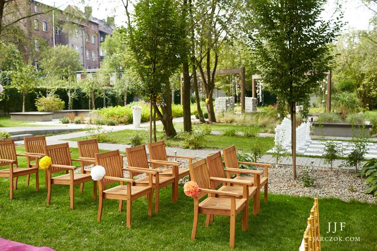 Ogród Umami Pyskowice udekorowany na zbliżającą się uroczystość zaślubin.