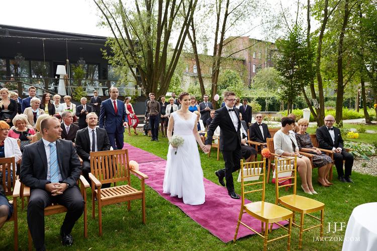 Piękny ślub w ogrodzie restauracji Umami Pyskowice.