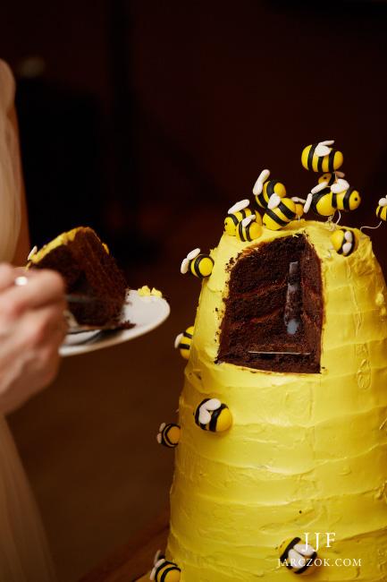 Tematyczny tort weselny - pszczoły, żółty, ul.