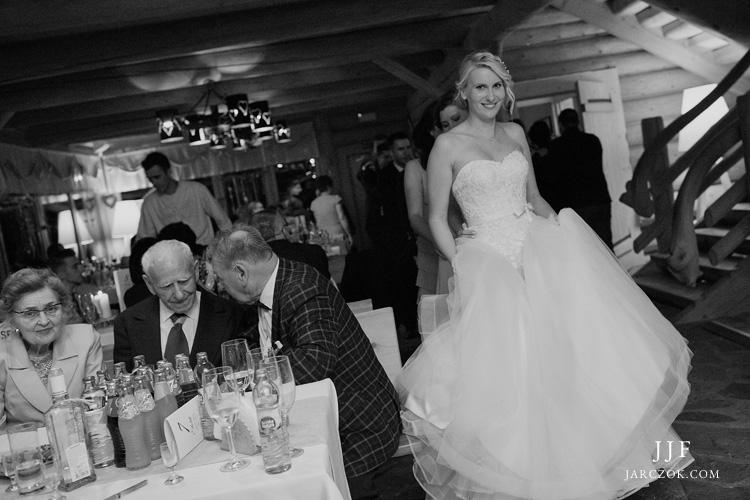 Zdjęcia ślubne z wesela w Karczmie w Hotelu Kocierz.