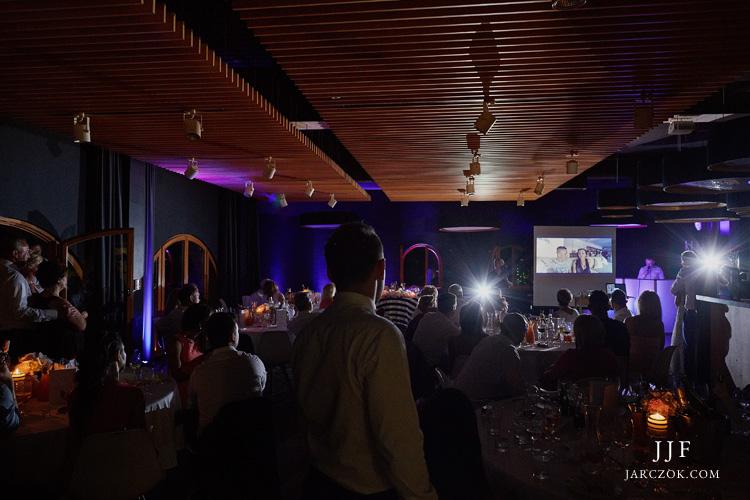Piękne wnętrza restauracji Poziom 511 podczas wesela.