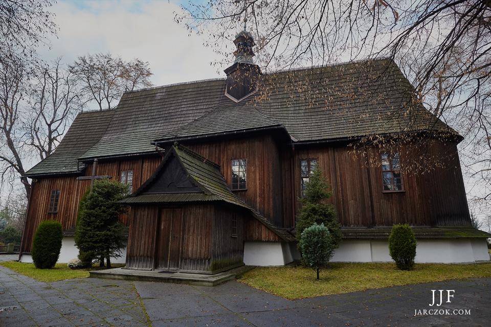 Zabytkowy drewniany kościółek w Modlnicy.