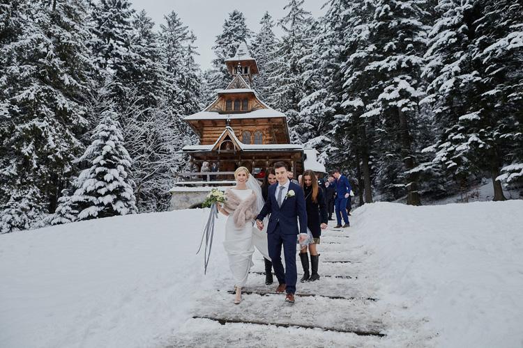 Zimowy ślub pary polsko-angielskiej w kaplicy na Jaszczurówce.