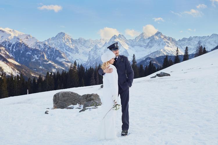 Górska zimowa sesja ślubna.