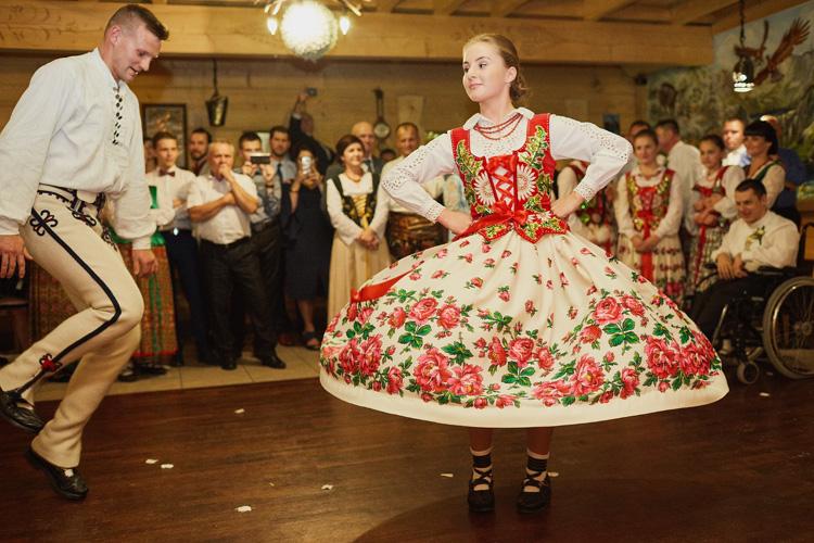 Góralskie tańce podhalańskie podczas wesela.