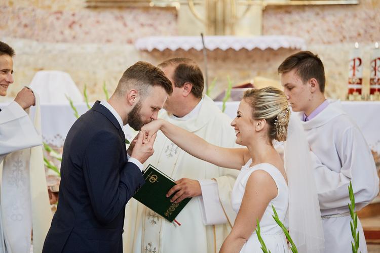 Ślub w kościele św. Katarzyny w Cięcinie koło Węgierskiej Górki.