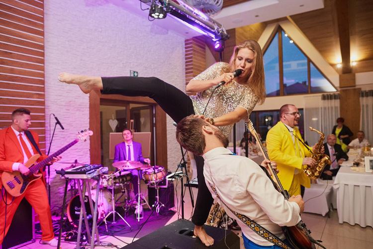 Volare - zespół na wesele. Na zdjęciu podczas imprezy weselnej w Węgierskiej Górce na sali balowej Hotelu Beskidian.