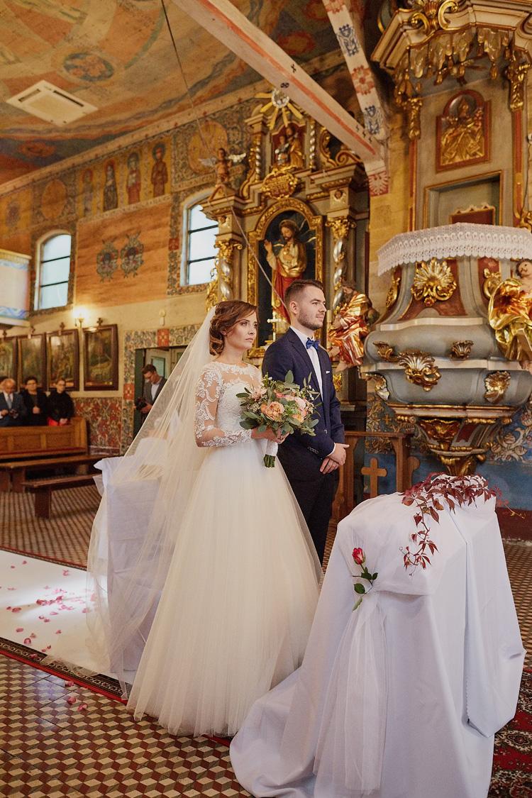 Ślub w kościele św. Jakuba w Szczyrku na zdjęciach.