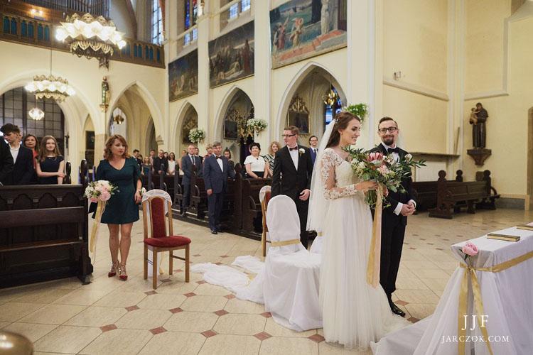 Zdjęcia z ceremonii ślubu w katowickim kościele Mariackim.